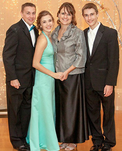 Alicia with her father, Kip (left), her mother, Jennifer, and brother, Alex -- photo courtesy of Jamie Feldman
